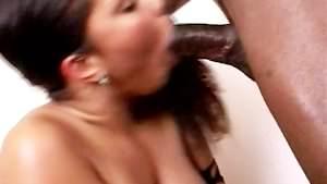 Troia ebony fottuta hard da un cazzo nero