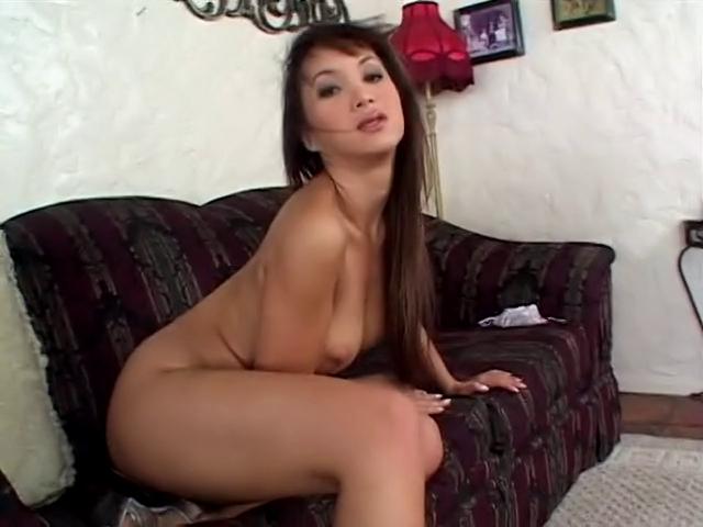 Sexy asiatica con la figa pelosa